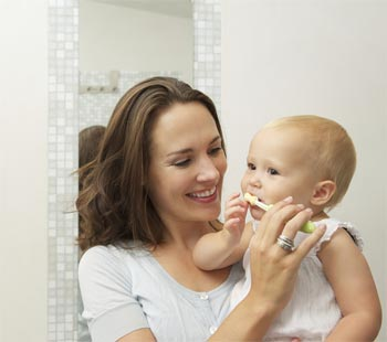 Clean your baby's teeth